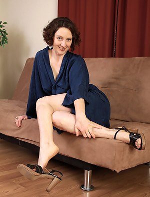 Brunette MILF Artemesia plays with her hairy legs and sexy feet
