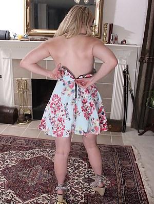 Cute MILF Lexi Moore strips butt ass naked.