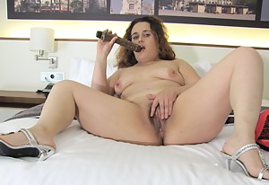 This hairy housewife gets herself off for us