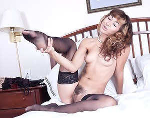 Super sexy model Kitty McMuffin knows how to turn some heads. On her bed she starts a flirtatious striptease that demands attention. She takes her time and is very sensual as she removes all her clothes. Once naked she shows off her amazing sensual hairy