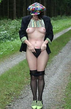 Hi guys see me in the woods, see mynylons and see me pee .Kisses Isabel