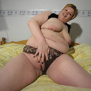 Chunky mature slut showing all of herself
