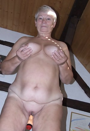 This mature slut loves to make her pussy wet