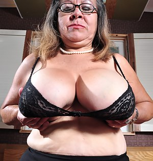 Big breasted mature slut from Guatemala getting horny