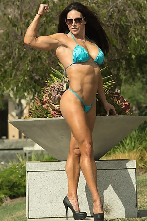 Shauna Lee Brennan, Public Posing