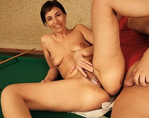 Hot mama takes on a warm creampie