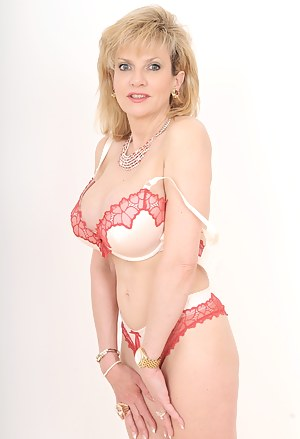 Dont you wish you could come home to a MILF like Lady Sonia? 34G cup boobs and a propensity to show them off!