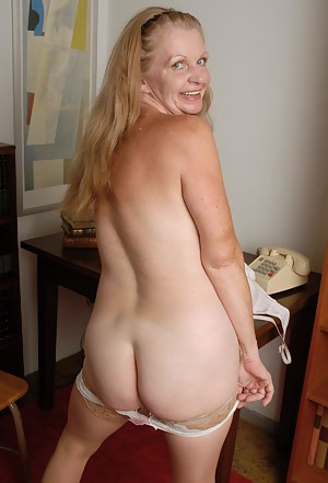 American housewife playing with her pussy