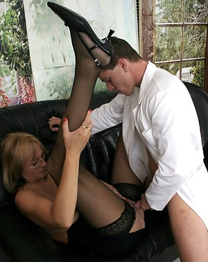 This Housewife loves a good oral exam