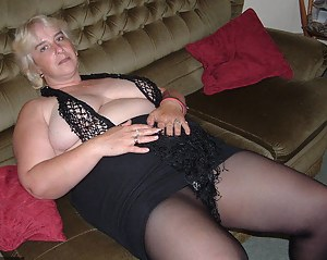 I had a request from a member called Ronnie who asked if  I could do a set of pics for him showing off my tits, he told