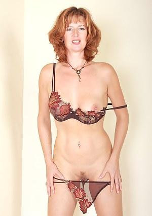 Redheaded Liddy from AllOver30 Show off hot housewife ass in here