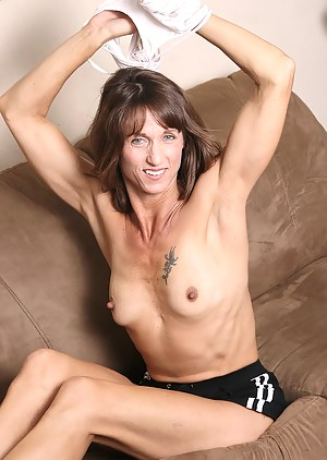 Athletic and mature Rose works her pussy out after playing tennis