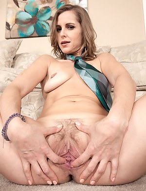 32 year old MILF Melissa Rose showing her gaping pussy in here