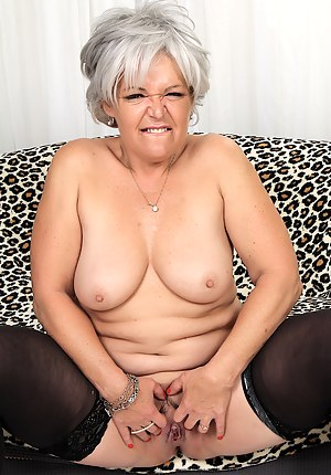 Sexy mature woman gets naked and shows her old pussy and juicy tits