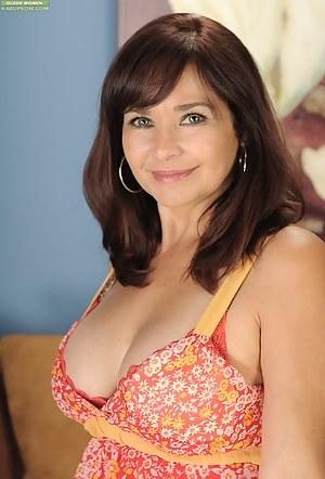 Mature wife Natasha Oliwski drops her panties around her ankles.