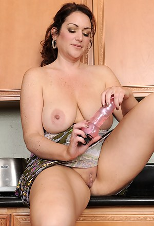 Gorgeous and busty MILF Ryan probes at her 35 year old pussy