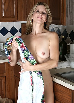 Veronica proving that washing the dishes doesn't have to be boring