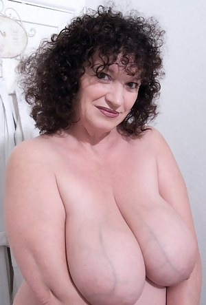 This is something I dont usually donude pics, I got John to take some pics of me after getting out of the bath lol It wa
