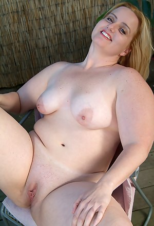 Mature BBW gets naked and spreads pussy outside