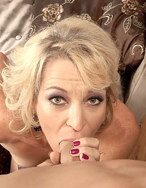 Hey, Tinas Not Wearing Any Panties!