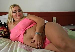 Big mature slut getting ready for filth