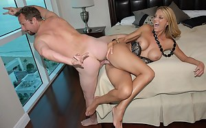 Passionate woman is happy to find herself at her partner's place. She is sucking his strong cock and showing her reverse cowgirl skills.