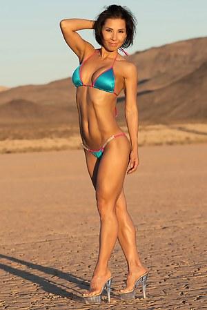 Hannah Hart, Bikini Competitor