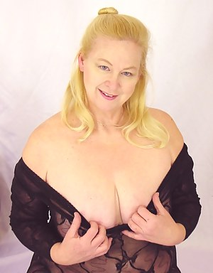 This blonde mature babe shows her modelling skills