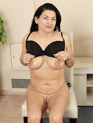 46 year old Sarah Z from AllOver30 shoing off her hot mature ass