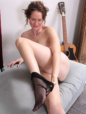 Roxanne Clemens takes off her corset and slips off her nylon stockings for you
