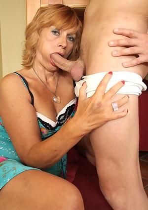 Horny houseiwife sucking and fucking hard