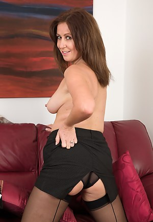 47 year old Carol Foxwell returns from work in time to get naked