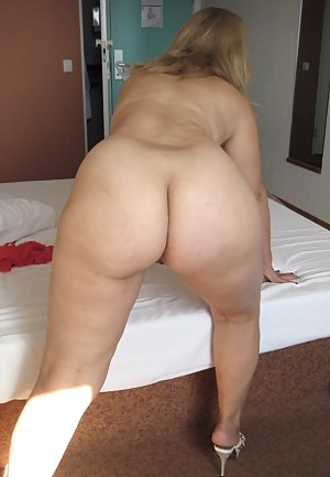 Meet Cielito a horny mature slut who loves to play with herself