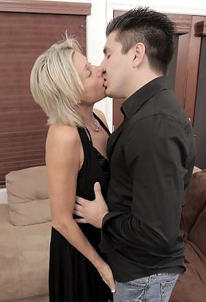Anilos hardcore babe Payton Hall sucks and rides a cock to orgasm