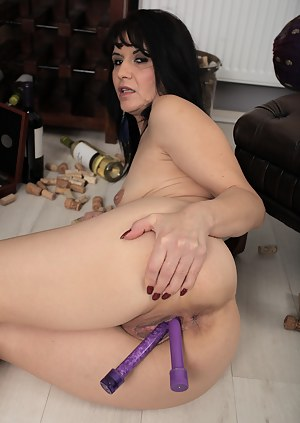 Latina babe Gracia Saluda loves double penetration with her brand new toys