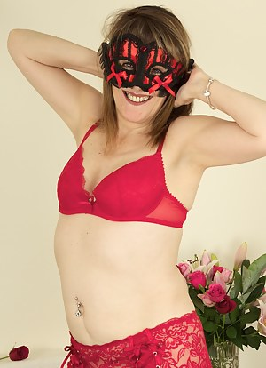 Hi Gents a bit of a masque ball theme going on in this shoot, Im all in Red with my Red Masque and Red Underwear with Cr