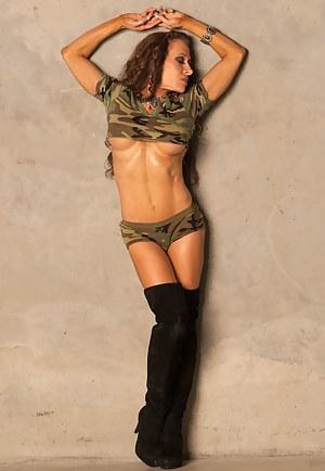 Tammi Bradford, Hot Guns