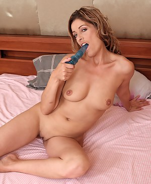 Horny MILF Linda Cain slips a blue toy into her 39 year old pussy