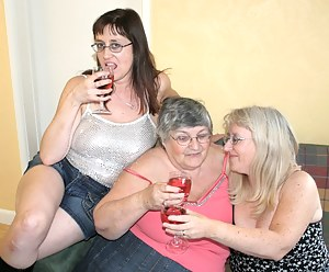 I love sharing my wine and chocolate with friends so I invited Chloe and Topaz SC2 to visit me  but what a messy pair th