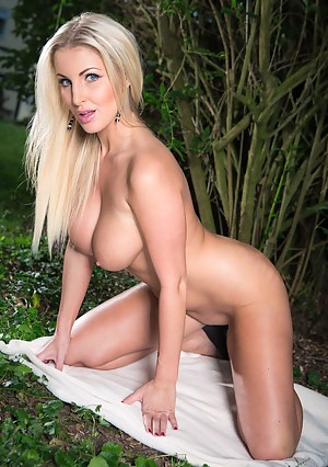 Tanned blonde with black high heels notices a black guy jogging, so she decides to seduce him and let him have that leaking white pussy.