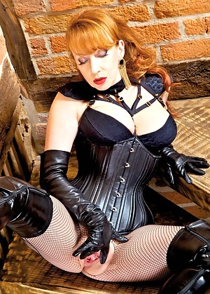 I was feeling in a particularly wicked mood - any excuse to indulge in one of My not so secret guilty pleasures.By   the time I had slipped into My supple leather corset, thighboots and   opera gloves...