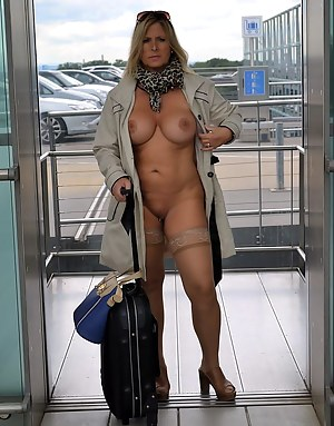 I started my summer-Holidays for this year last week. My suitcase was very small this time. For a Nudist-Holiday I need