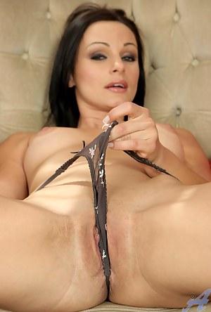 Porn sexy milf Cameron Cruz having a nice pussy exposing and teasing at home
