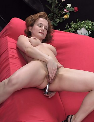 Mature hairy nympho playing with herself