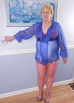 This week I tackle some spring cleaning I've been meaning to do since the spring lol. I like to dress up in lingerie whe