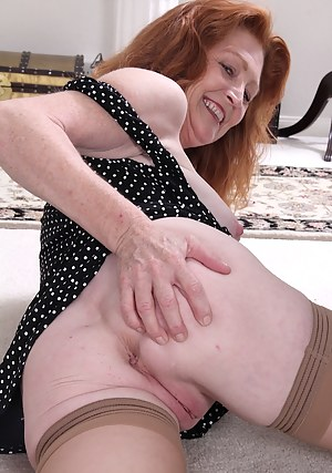 Older redhead amateur Veronica Smith plays with pussy.