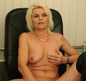 Hot mature slut getting wet behind the computer