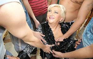 Exclusive mature gang bang with a horny mama
