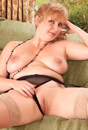 Naughty Anilos Emma bends over just to show her pussy and fucks herself on the couch