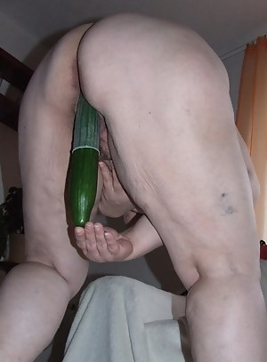 Mature slut getting nasty with a cucumber